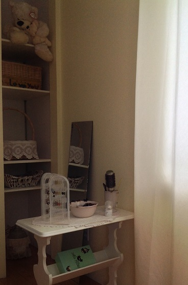 bedroomshelvesafter